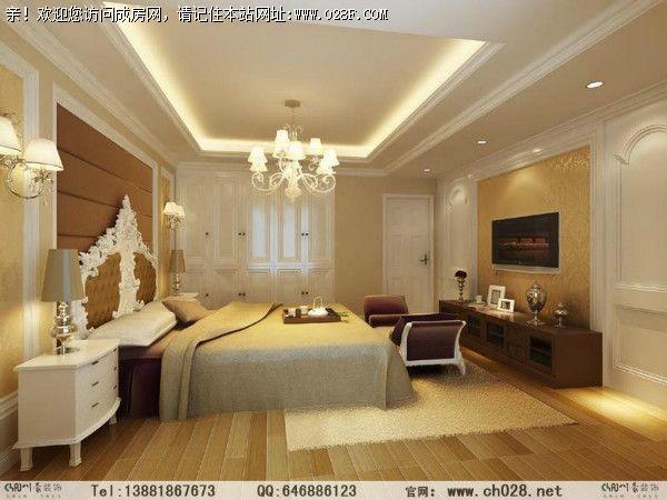 墙面均采用白色木制线条边框搭配米黄映花墙纸